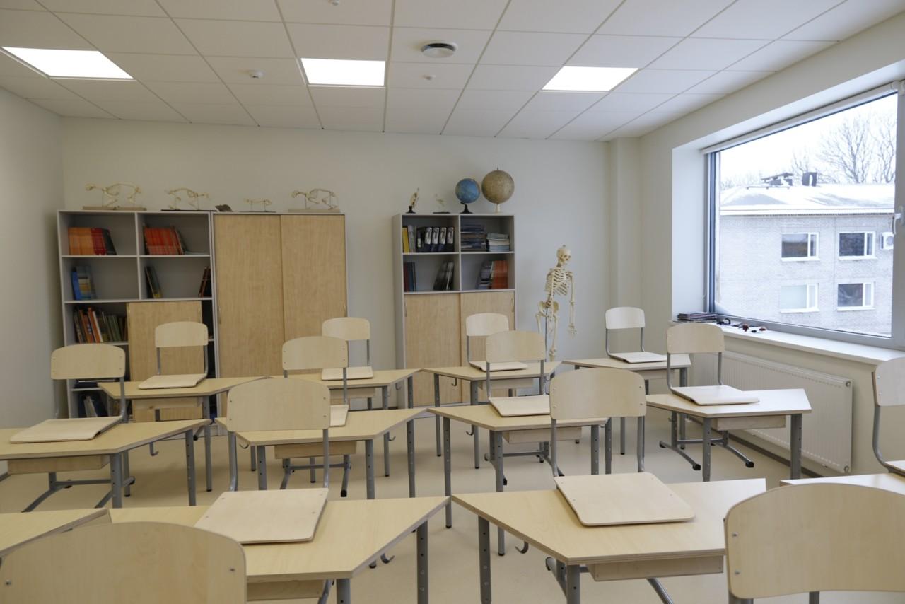 Valitsus ei suutnud otsustada kõigi õpilaste kooli lubamist
