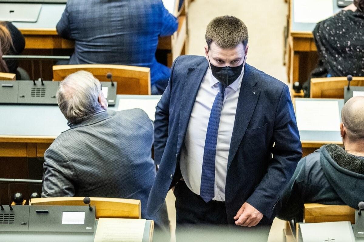 Jüri Ratas põhjendab alkoholi ja söögi ostmist rahva raha eest: töötasin südamest ja ettenähtud piirides