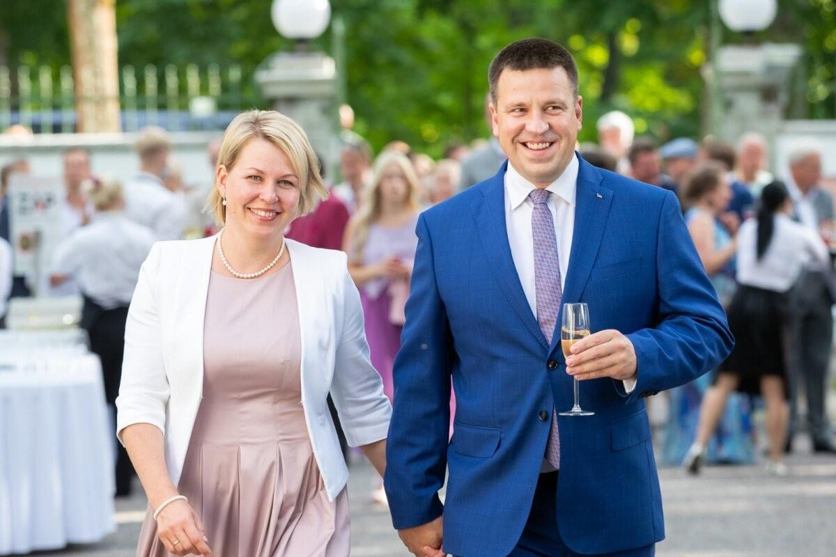 Jüri Ratas kirjutas oma kodu abikaasa Karini nimele