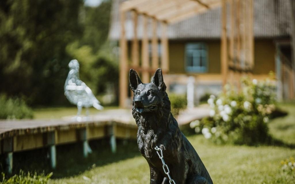 Voronja galerii ostab skulptuurideaeda 50 000 euro eest omanäolisi teoseid