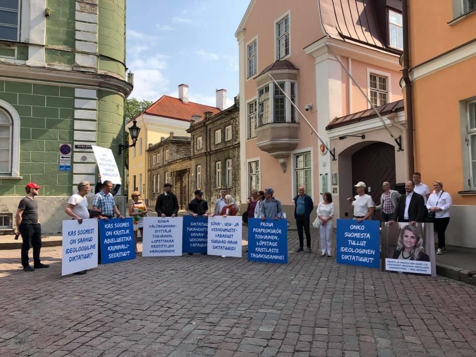 SAPTK korraldas piketi Päivi Räsäneni toetuseks