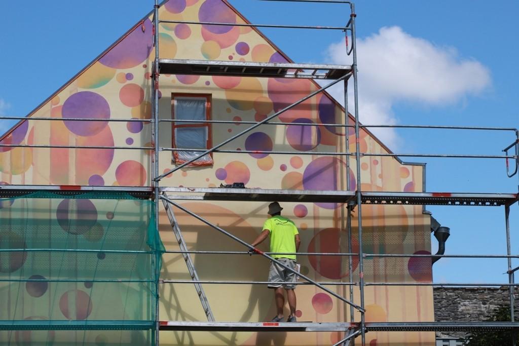 Müüriääre kohvik saab uue seinamaalingu