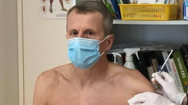 Jürgen Ligil suts tehtud: arst ütles, et muidu läheb vaktsiin koertele või kraanikaussi