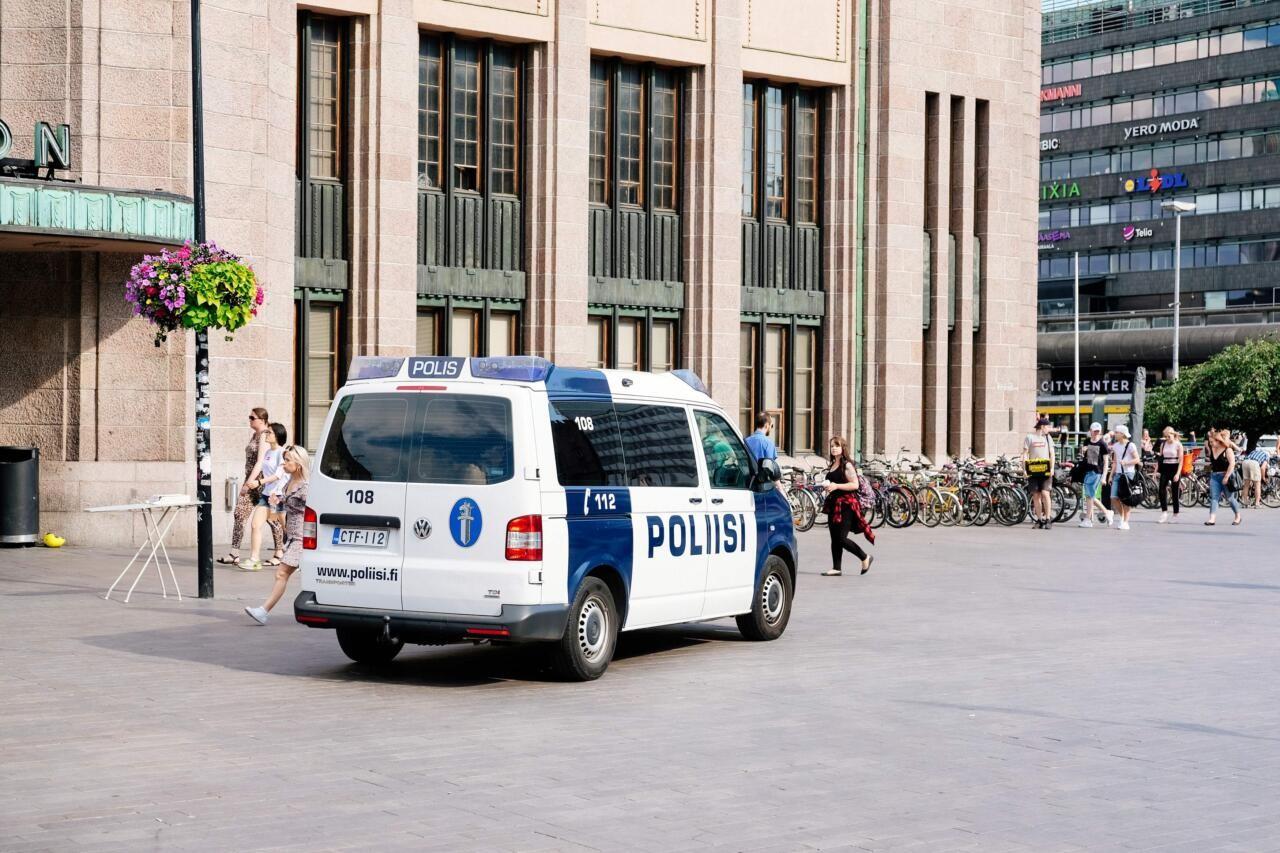 Soomes peeti piirangute vastasel meeleavaldusel kinni 20 inimest