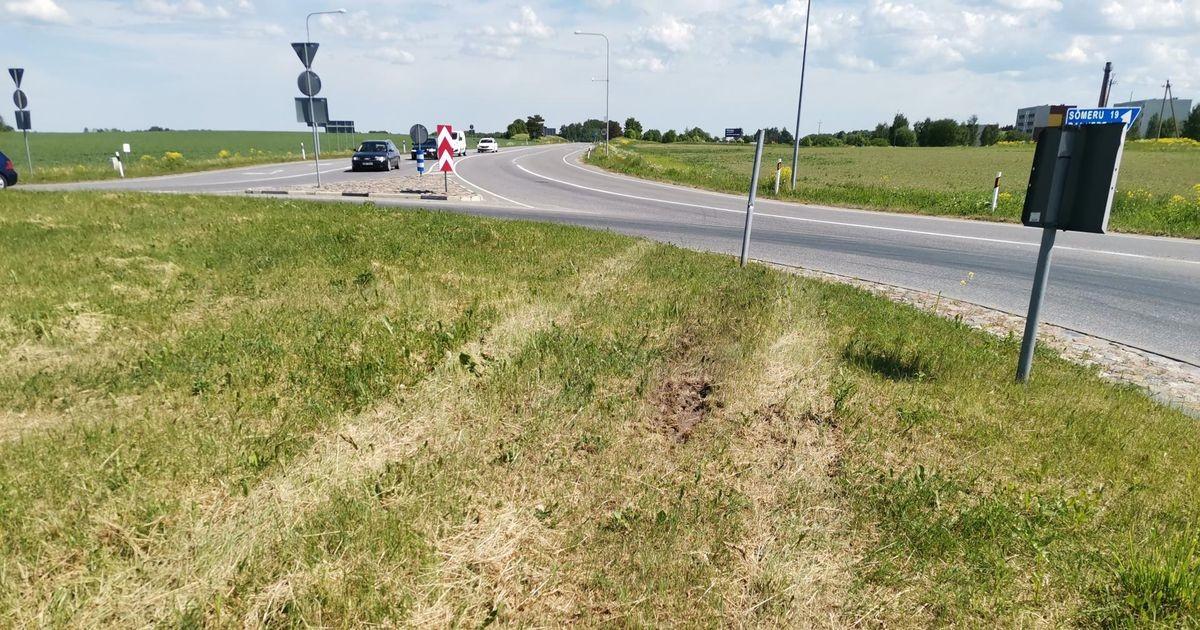 Politsei leidis purunenud rehvidega Porsche