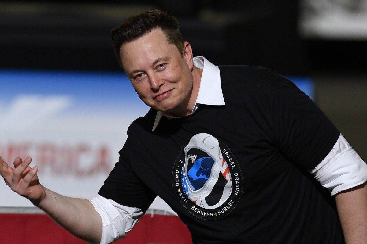 Elon Musk teatas, et Teslade eest saab varsti taas krüptorahaga maksta