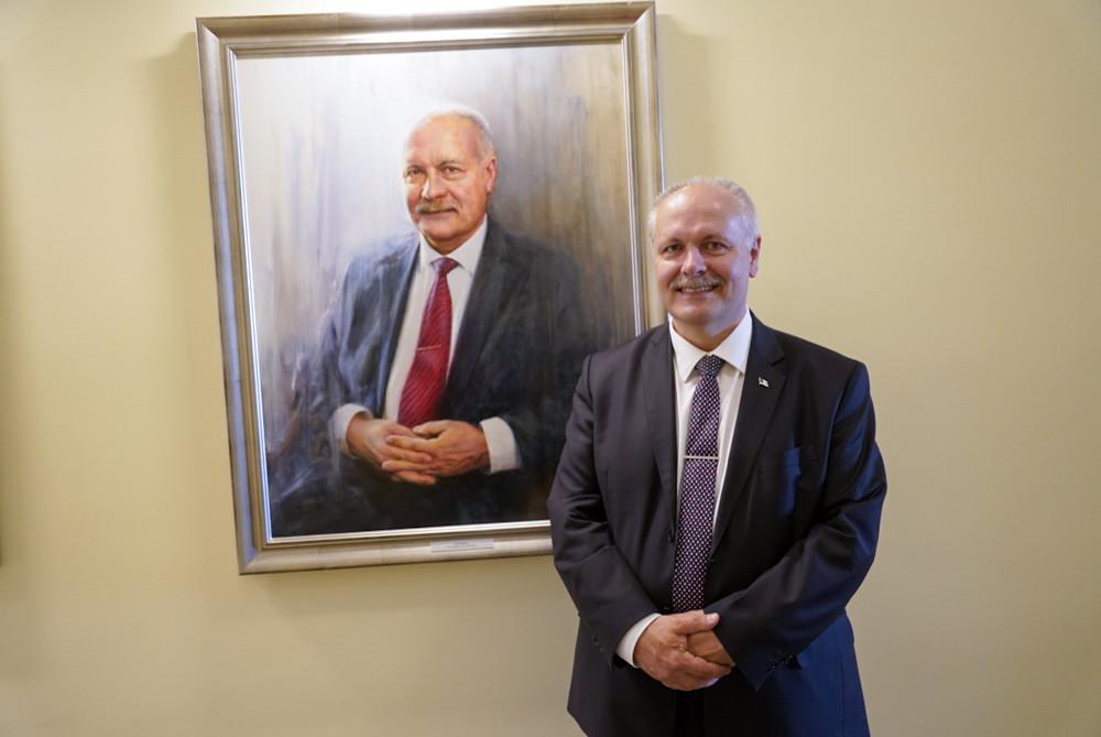 VIDEO JA FOTOD: Riigikogu esimeeste galeriis avati portreemaal Henn Põlluaasast