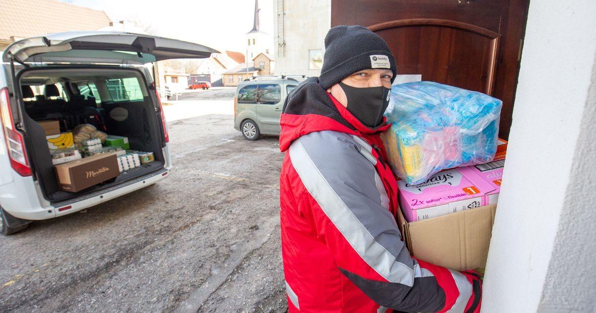 Punane Rist tõi Paidesse 25 abipakki ja 1200 hügieenisidet