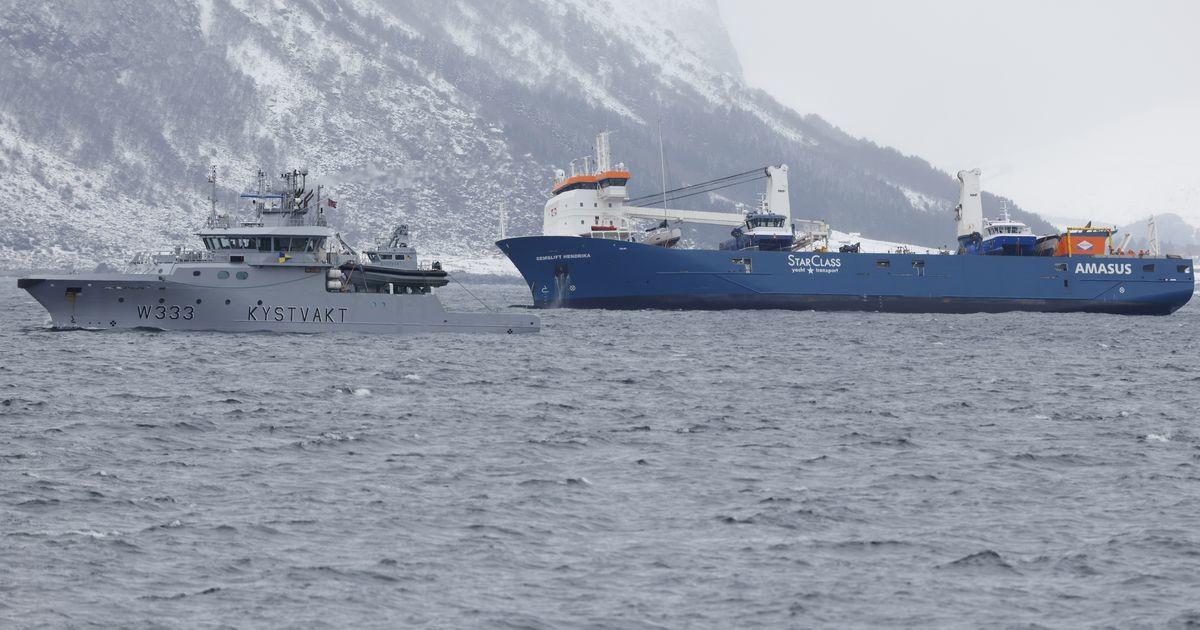 Norra rannikul uppumisohus olnud kaubalaev pukseeriti sadamasse