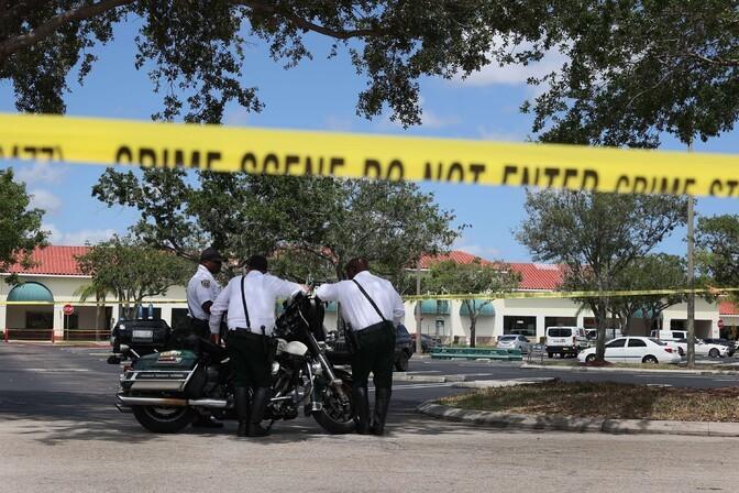 Floridas lasi kurjategija kaupluses maha kaks inimest