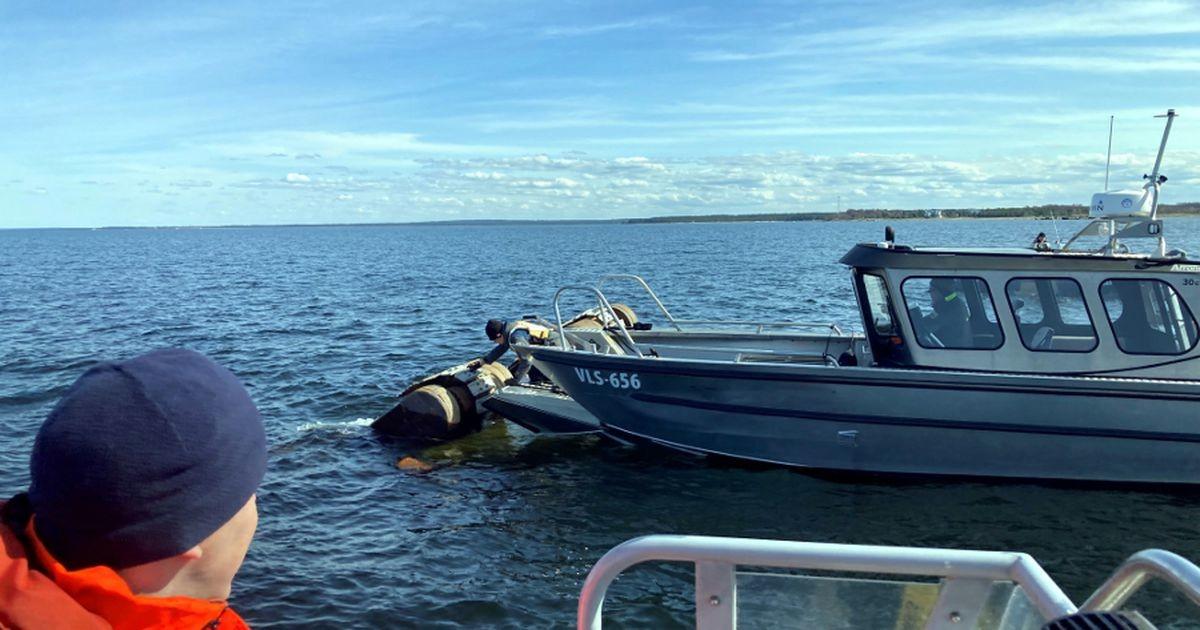 Merel ümber läinud ja uppunud ujuvekskavaatori juht pääses eluga