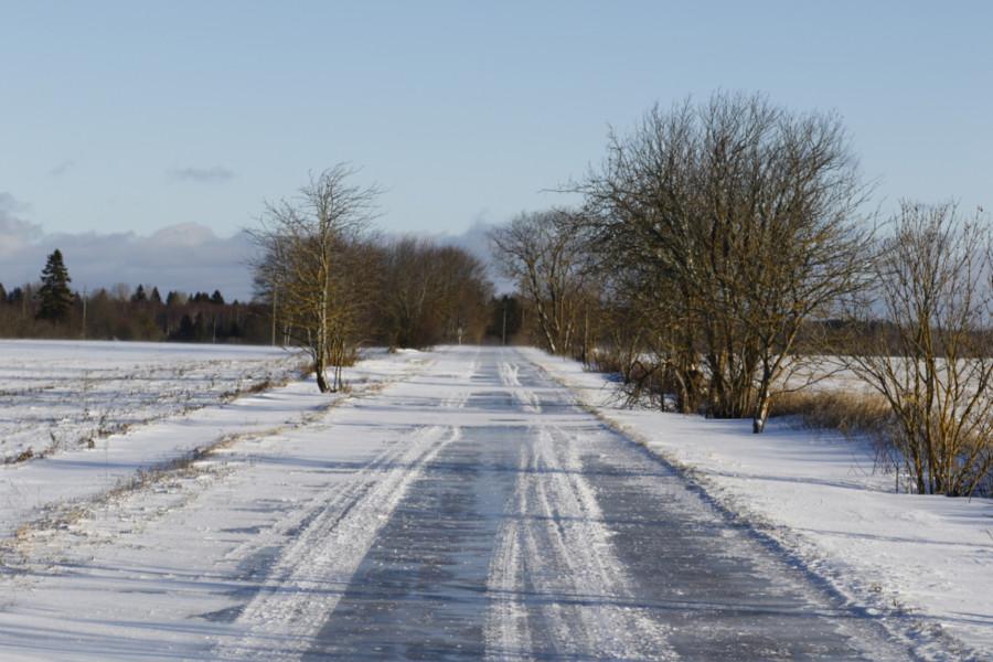 Jäävihm on muutnud teed ohtlikult libedaks