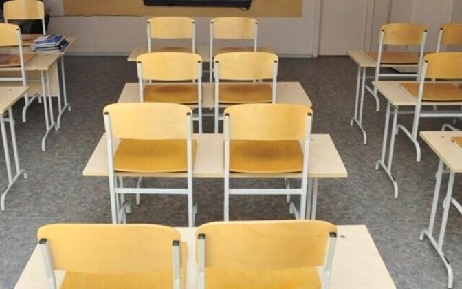 Ämmuste koolis ründas õpilane õpetajat noaga