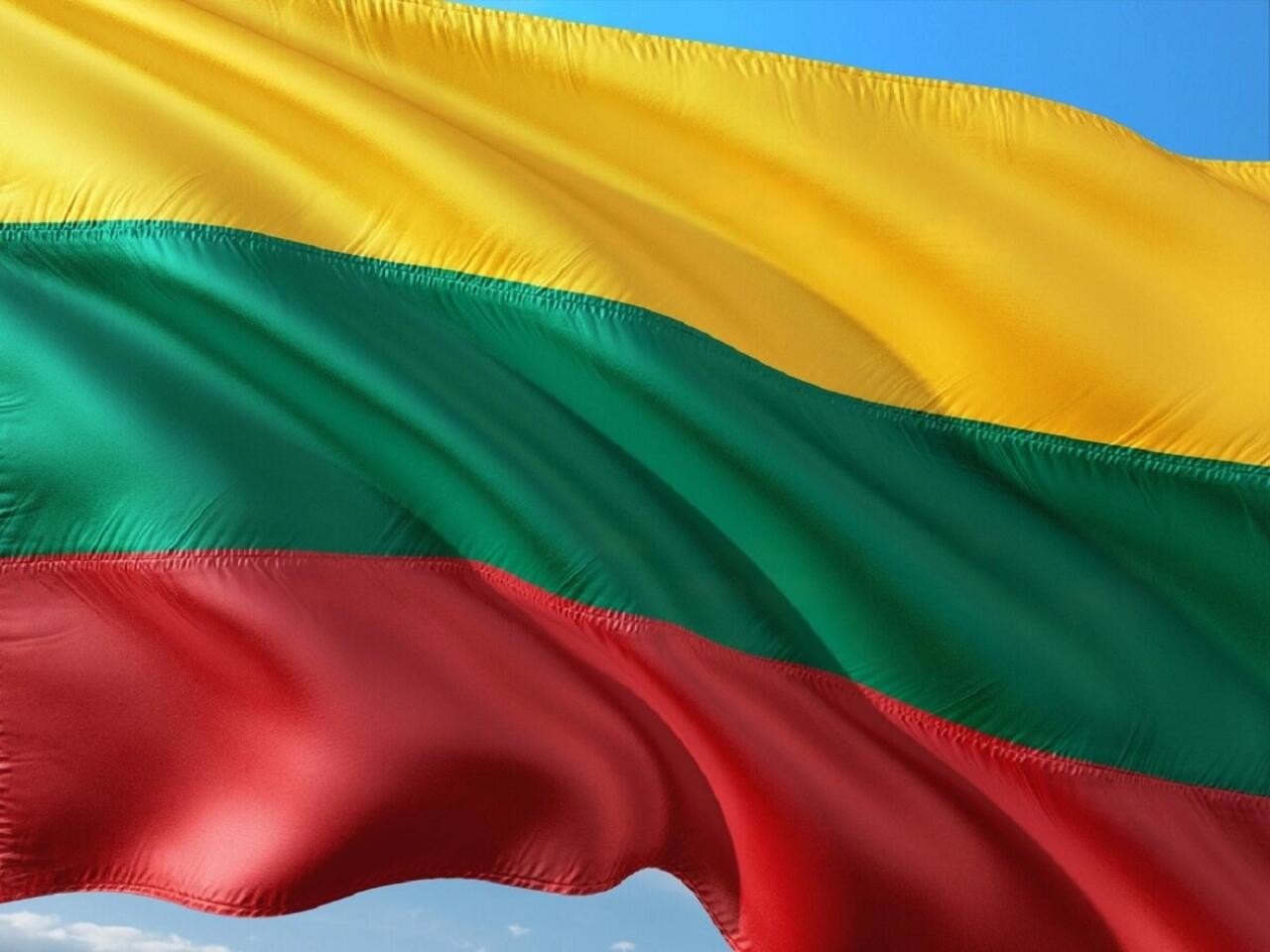 Uudised Leedust panevad oma vastuolulisuse tõttu kukalt kratsima