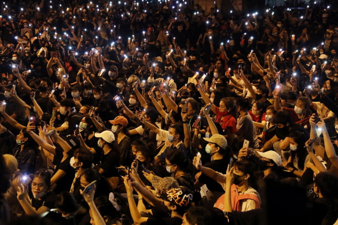 Tais nõudsid taas tuhanded inimesed valitsuse lahkumist