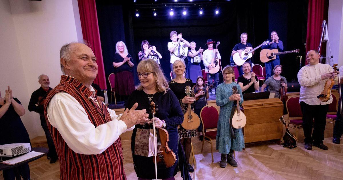 Rahvamuusikud hõivasid hõimupäeval Nooruse maja