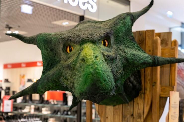 GALERII: Ostukeskus avas draakonite näituse