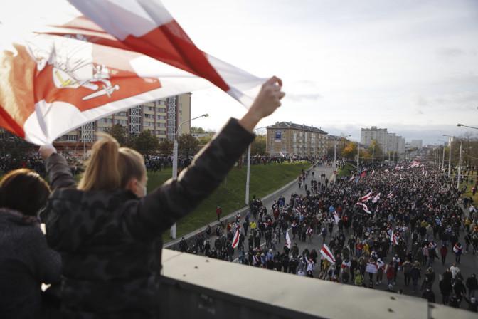 Valgevenes jätkuvad meeleavaldused, kinni on peetud üle saja inimese