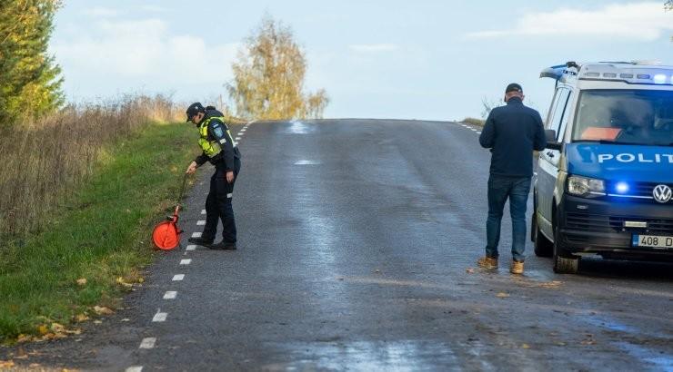 FOTOD SÜNDMUSKOHALT   Tartumaal hukkus autoga teelt välja sõitnud 36-aastane mees