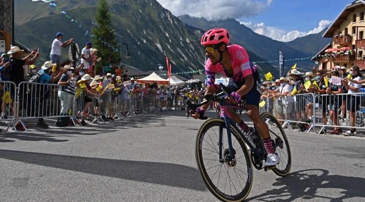 Kangert kerkis Girol kolme koha võrra