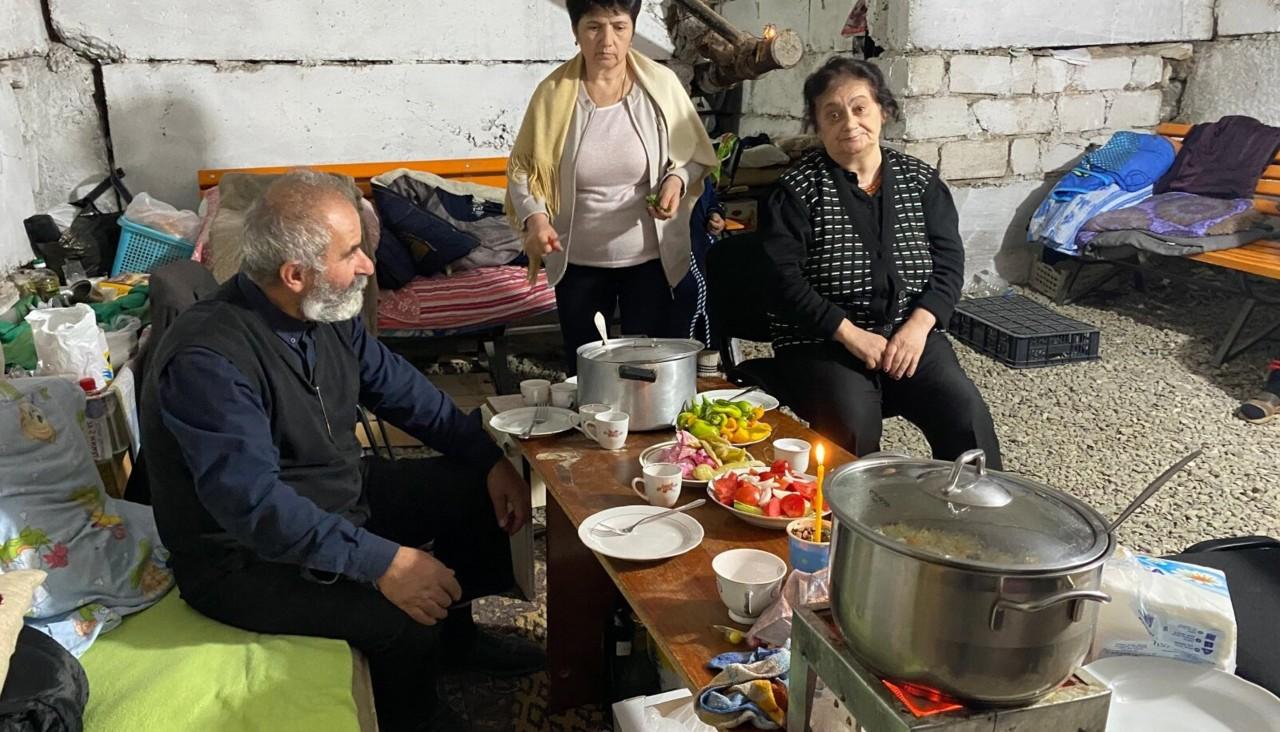 """""""Sõda pole vaja armeenlastel ega aserbaidžaanlastel,"""" ütlevad keldrites elavad Xankəndi ehk Stephanakerti elanikud"""