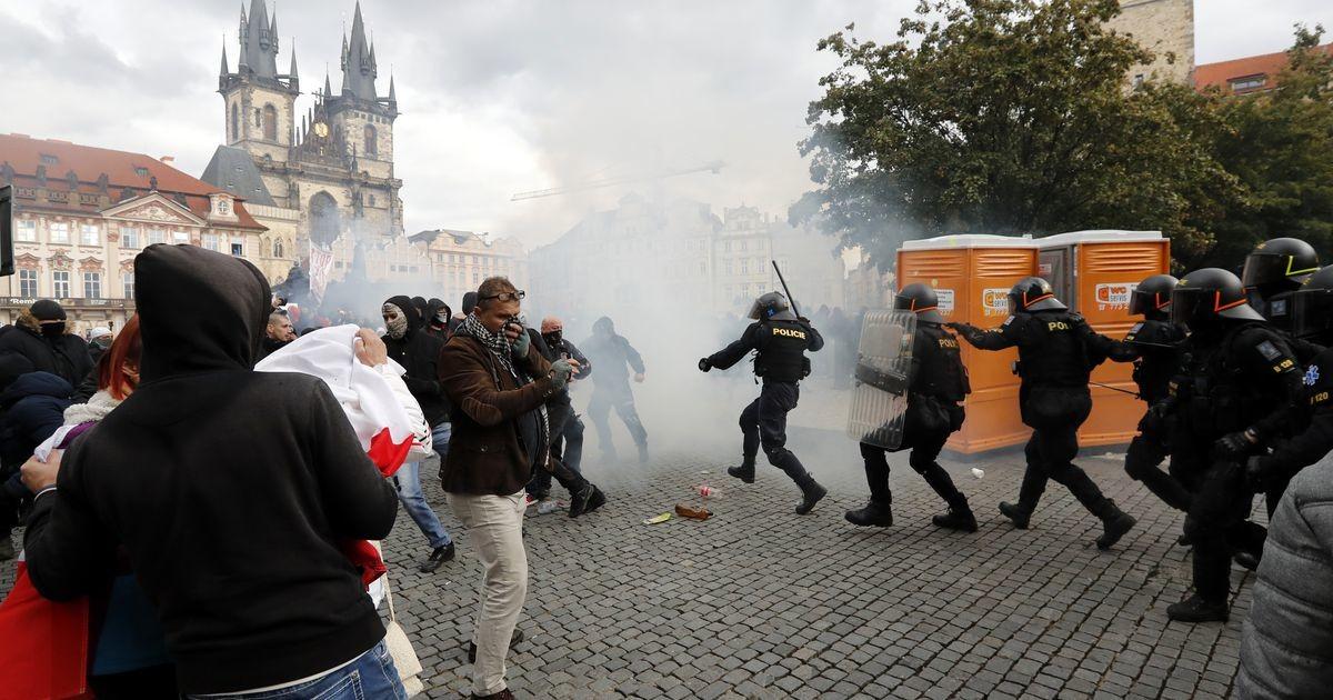 Praha koroonapiirangute vastane meeleavaldus muutus vägivaldseks