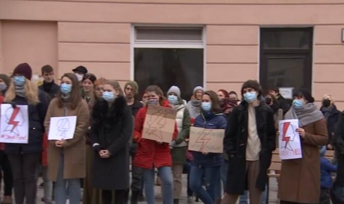 Tartus avaldati meelt Poola naiste õiguste toetuseks