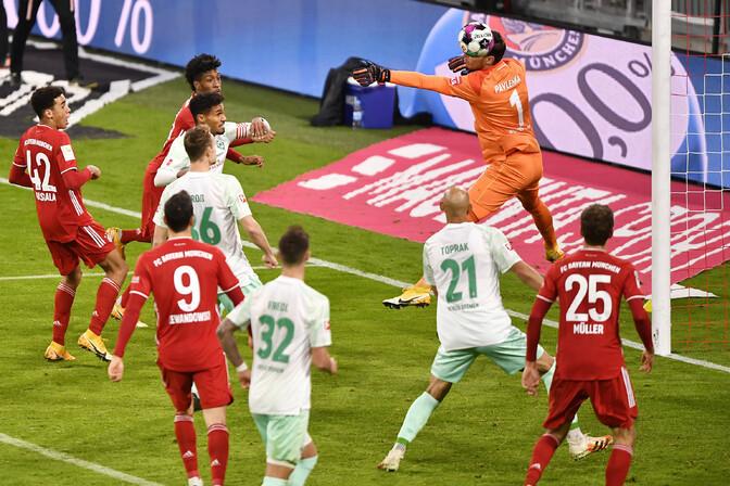 Bayerni võiduseeria lõppes, Soome puurivaht lõi koomilise omavärava