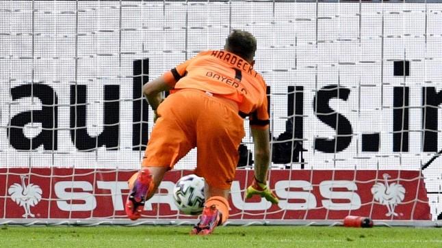 VIDEO   Soome koondise väravavaht tegi Bundesligas sellise piruka, et hoia peast kinni!