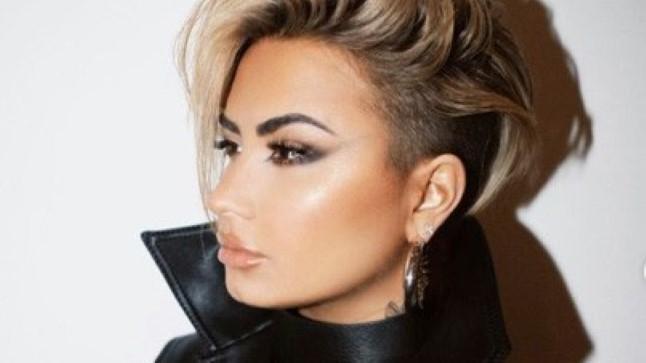 Kihluse katkestanud Demi Lovato lõikas juuksed maha