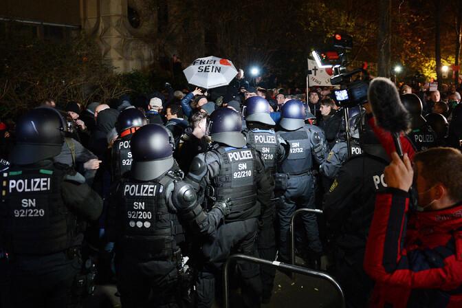 Saksa politsei ajas laiali Lepzigis toimunud ebaseadusliku koroonaprotesti