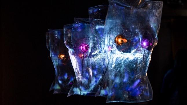 GALERII Raplas avati klaasist valgusobjektide näitus