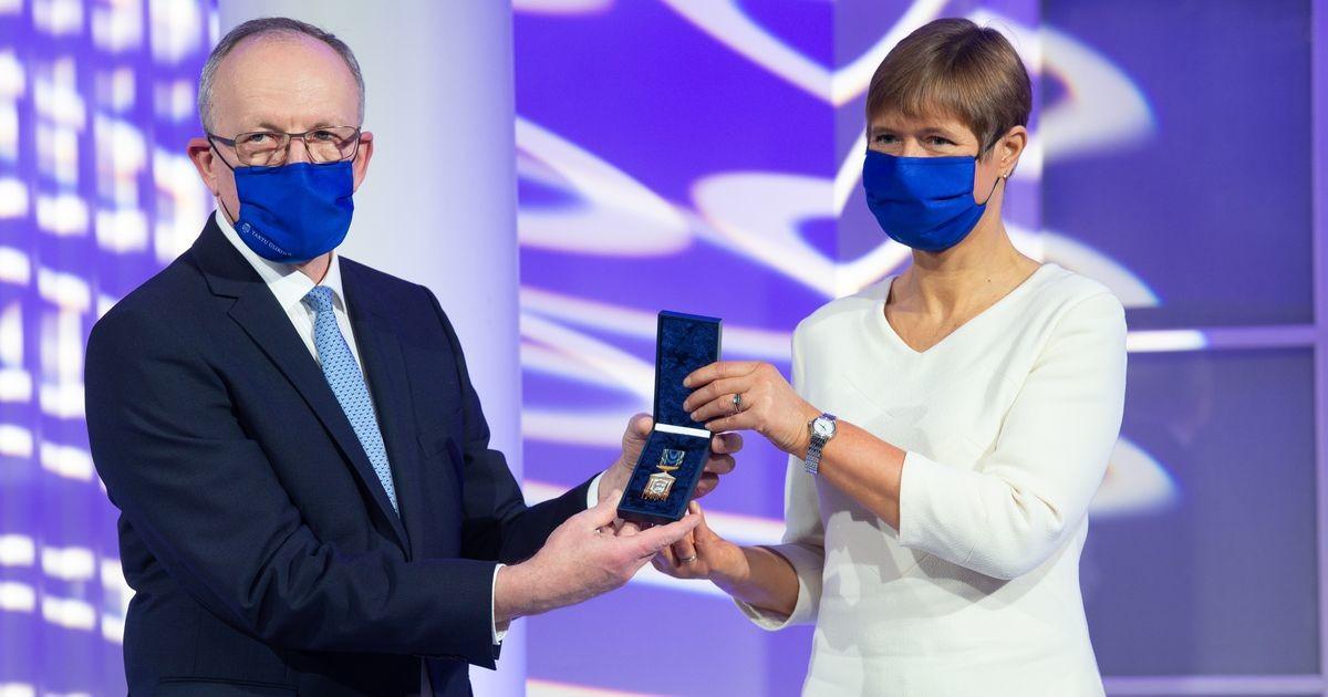President Kersti Kaljulaid võttis Tartu ülikooli aulas vastu Johan Skytte medali
