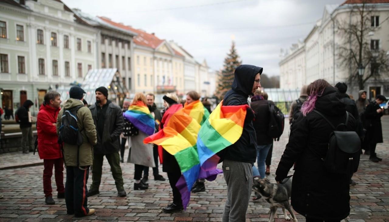 Siim Kallas: rahvahääletuse loogiline jätk on lahutuskeelud ja homosuhete muutmine kriminaalselt karistatavaks?