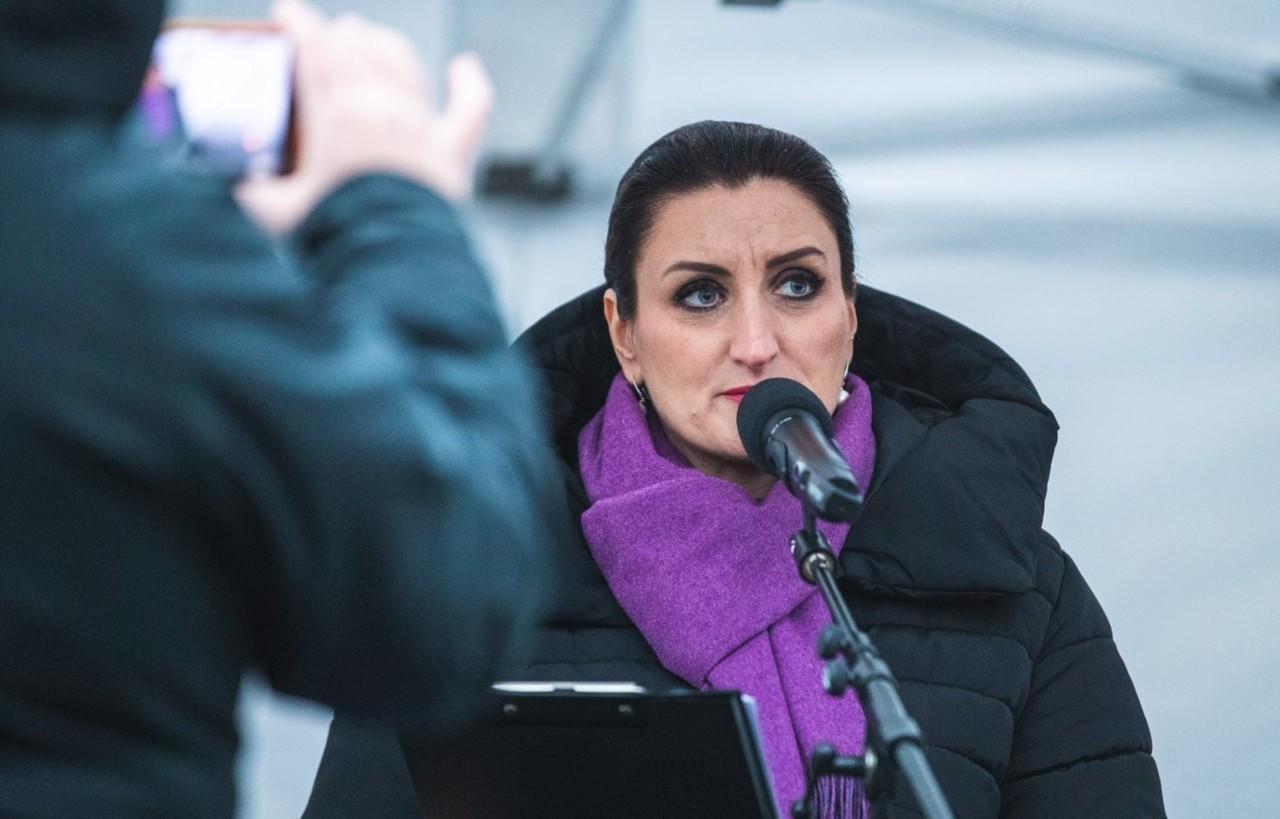 """Carmen Pritsoni """"Vabadus Vabalt Hingata"""" kõne: Küsimus ei ole juba ammu ainult maskides. Küsimus on fookuses"""
