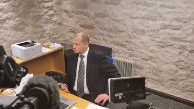 MÖLL TOOMPEAL JÄTKUB! Põhiseaduskomisjoni juht Poolamets: seltsimees sotsialist, ma palun lahkuda siit ruumist!