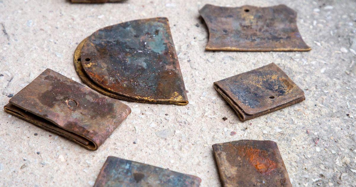 Reopalu kalmistult varastatud nimetahvlitest on kätte saadud 200