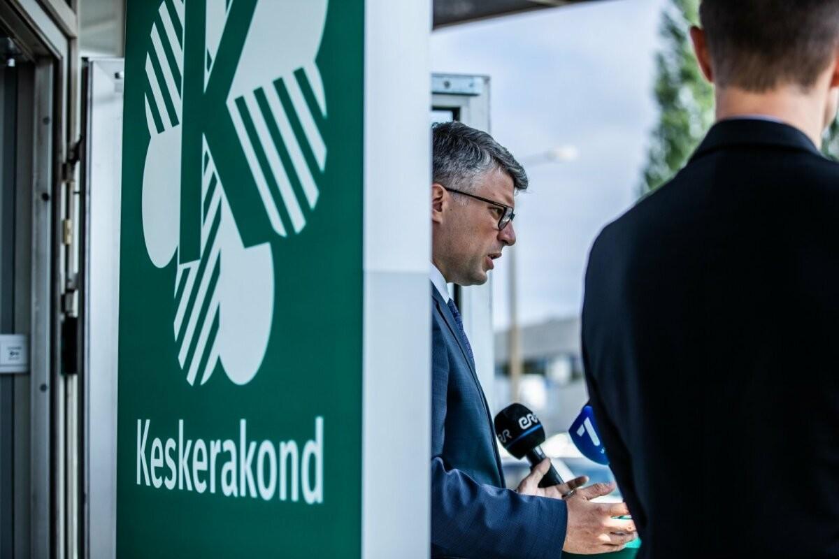 PÄEVA TEEMA | Parempoolne Mihkel Kübar: valitsus on kukkunud, kuid väärtuste kriis Eesti poliitikas jätkub