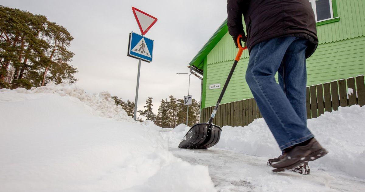 Korrakaitseteenistus tegi lume- ja jäätõrjega jänni jäänud pärnakatele päeva jooksul 36 märkust