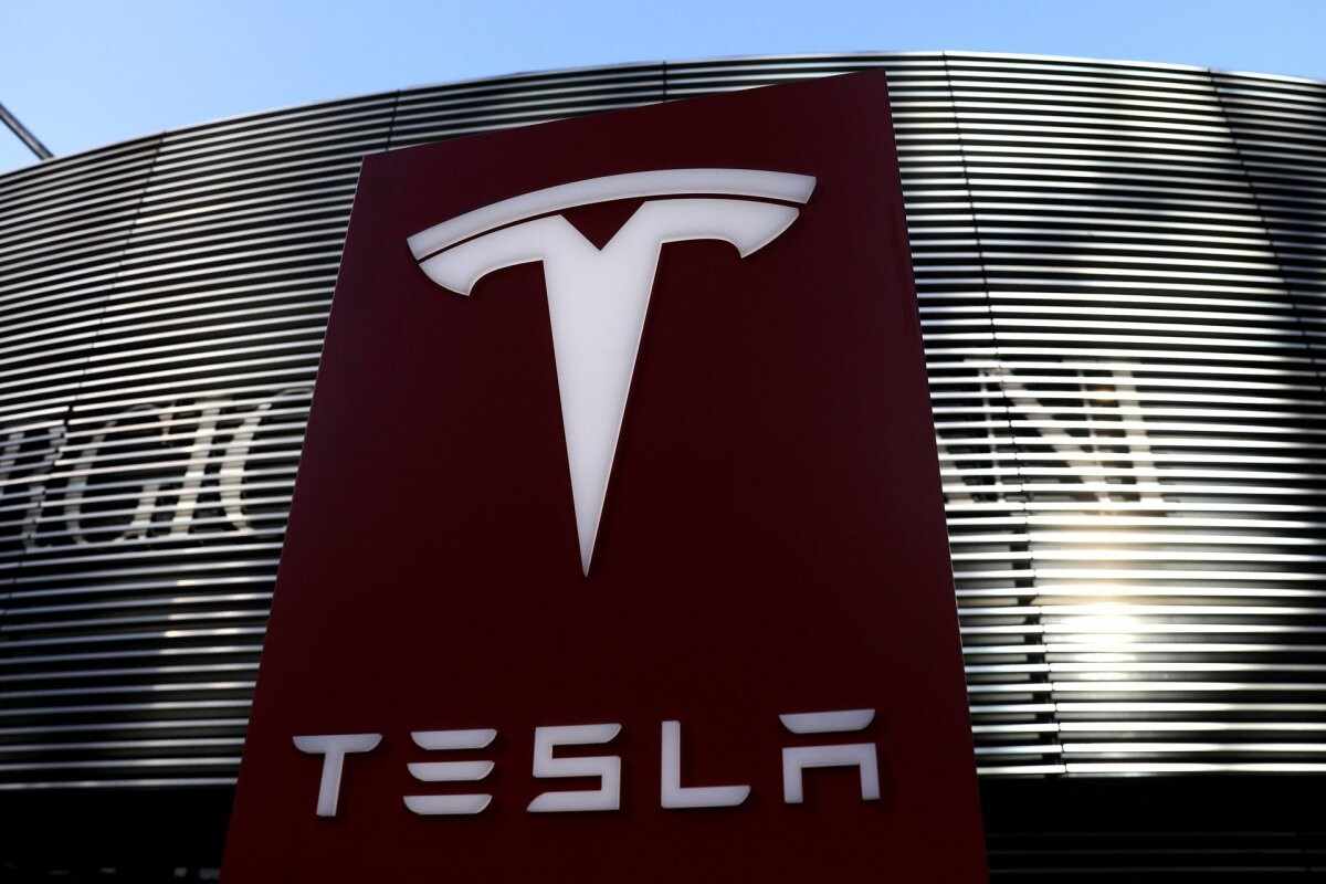 Tesla peaks kutsuma tagasi pea 160 000 autot