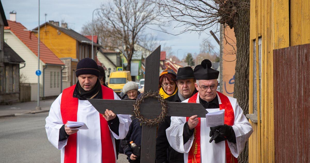 Juba teist kevadet läbisid Pärnu vaimulikud ristikäigu isekesksis