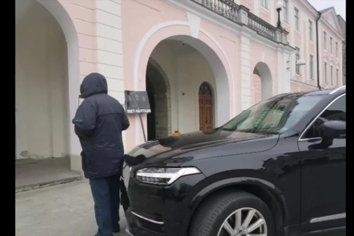 VIDEO   Keskerakonna rahvasaadik müksas meelega protestijat. Autohuligaan Kravtšenko ei plaani riigikogust lahkuda