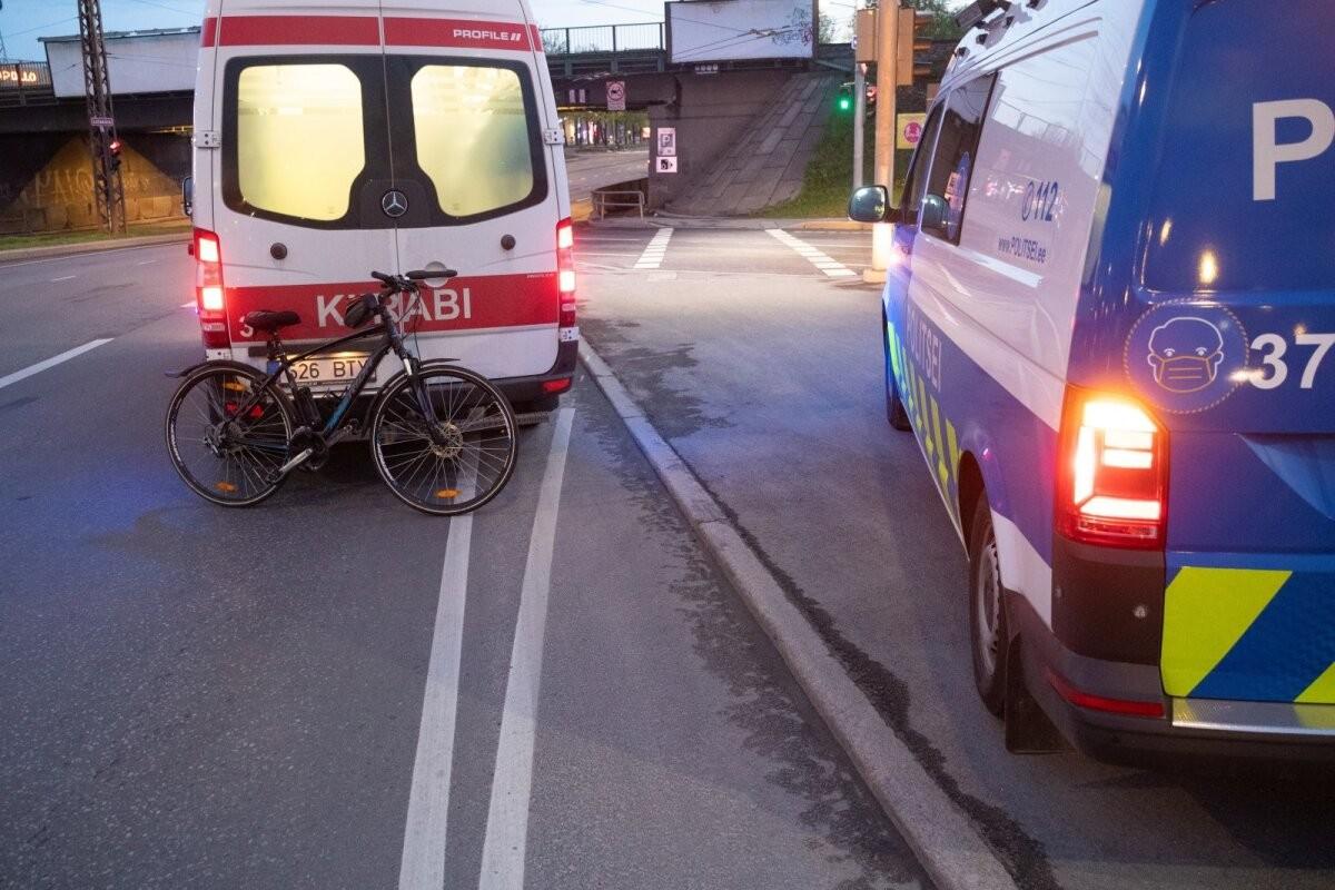 FOTOD | Õnnetus, mis hüüdis tulles: Tallinna jabur jalgrattapoliitika viis noormehe haiglasse
