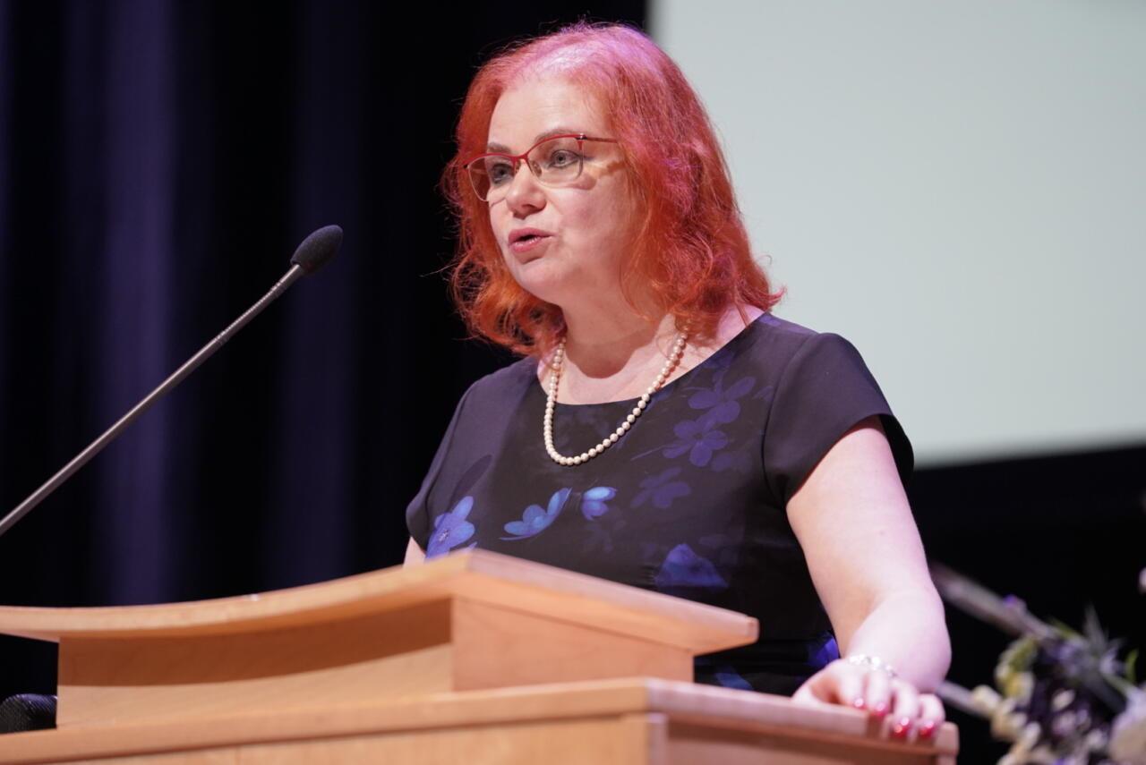 FOTOD: EKRE Tartu linnapeakandidaat on kultuuriloolane ja kirjanik Loone Ots