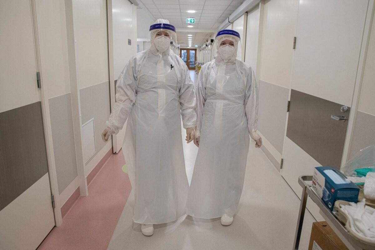 KOLUMN | Mart Pukk: meditsiiniõed peavad nüüd mängima ka müügimehi, et inimesed vaktsineerima saada