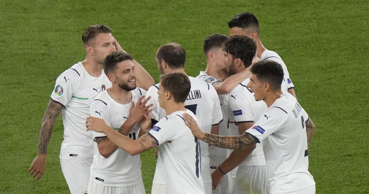Jalgpalli EMile annavad avalöögi Türgi ja Itaalia