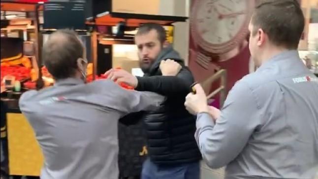 VIDEO | Maskivastase ostleja ja Rocca al Mare keskuse turvade vahel läks asi füüsiliseks, mängu tulid gaas ja politsei