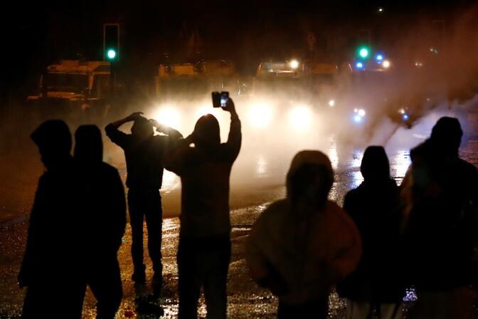 Põhja-Iiri noorterahutustes on viga saanud kümned politseinikud
