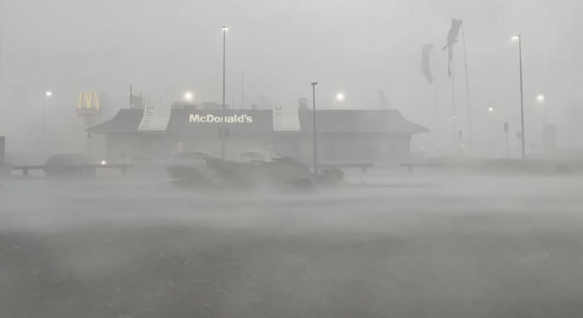 VIDEO: Oulut tabas hirmus torm, puud murdusid, inimesed jäid puude alla