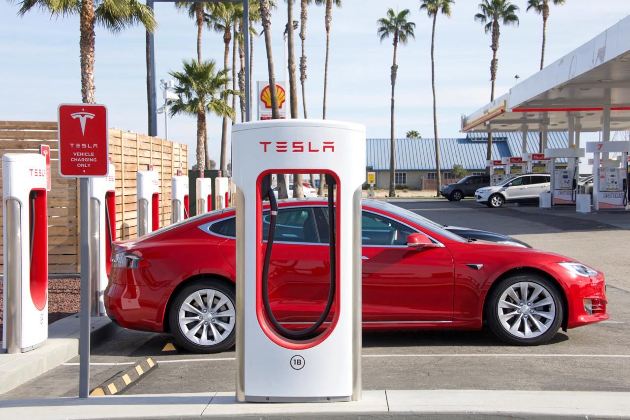 Suur riskifond müüb sadade miljonite eest Teslat ja suunab raha uude alahinnatud aktsiasse